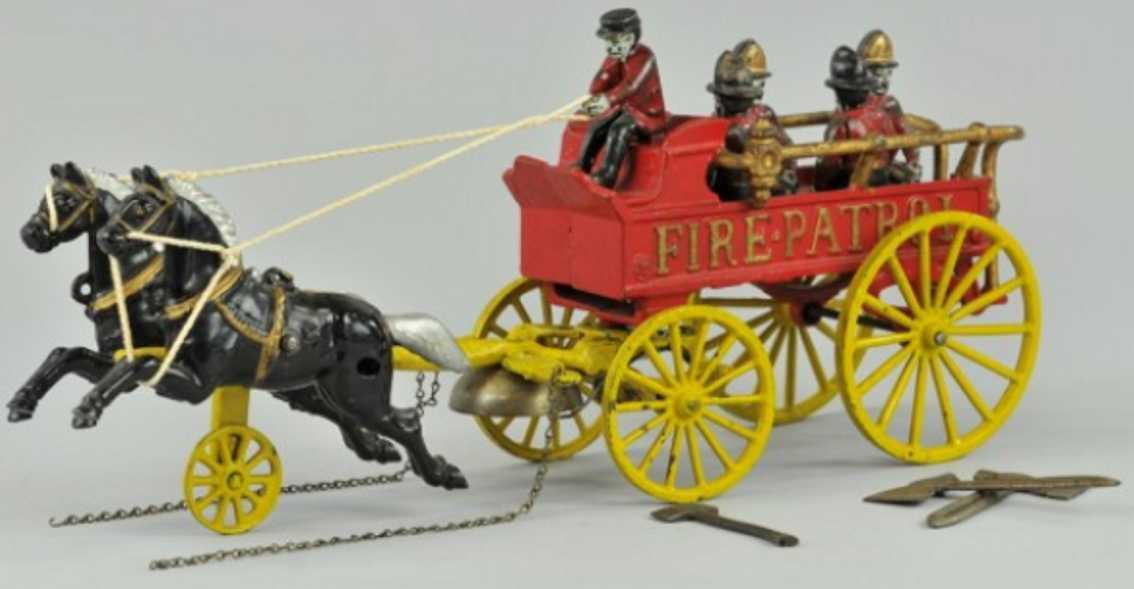 kenton hardware co cast iron toy horse drawn fire patrol