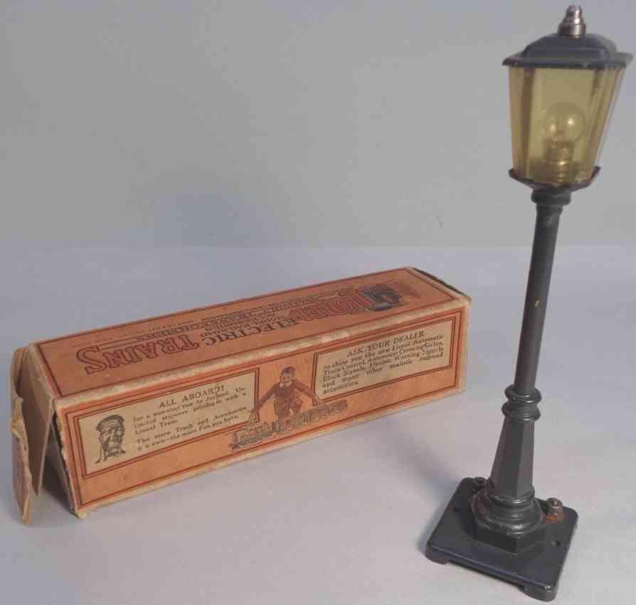 lionel 56 railway toy lamp post dark green amber shade