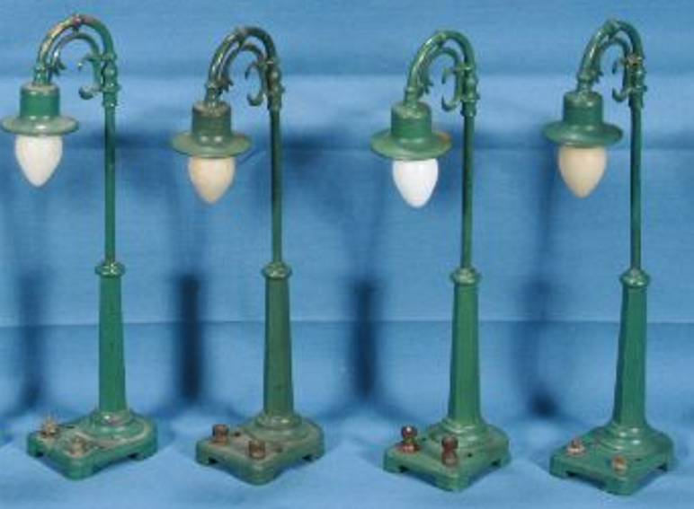 lionel 58 railway toy metal diecast lamp post pea green