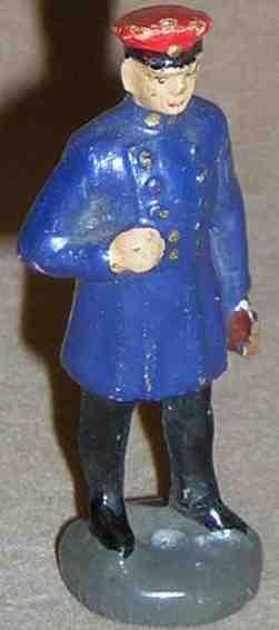 hausser elastolin 0/6601 spielzeug eisenbahn figur stationsvorstand in dunkel blauem dienstanzug mit einem buch