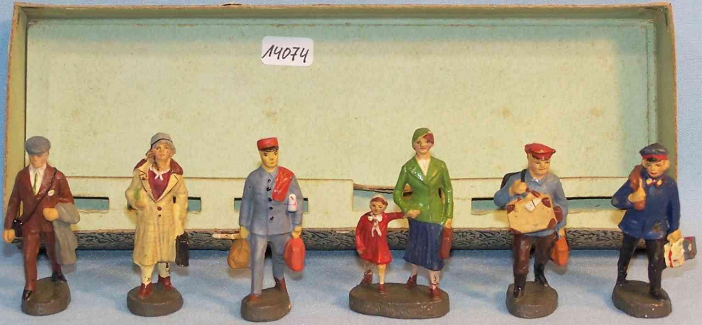 maerklin 2728 GN spielzeug eisenbahn figur karton mit 6 massefiguren von hausser, postbote 0/6638, dame