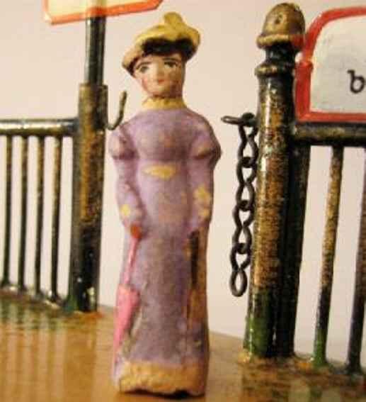 Märklin Dame in rot mit Hut und Schirm