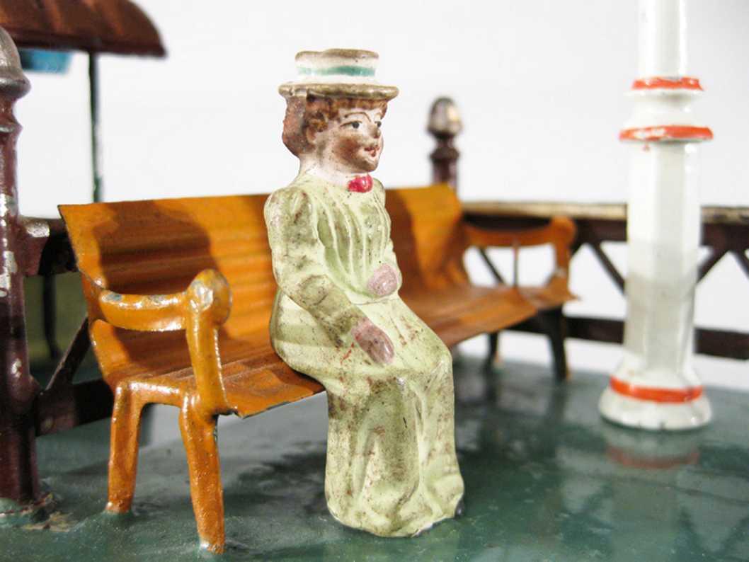 Pfeiffer Sitzende Frau