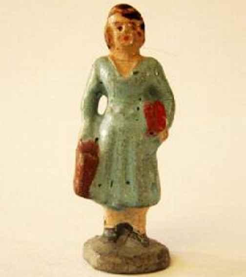 unknown spielzeug eisenbahn figur massefigur, wartende passantin in hellblauem kleid mit tasch