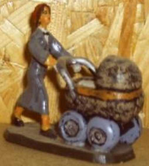 spielzeug eisenbahn frau mit kinderwagen