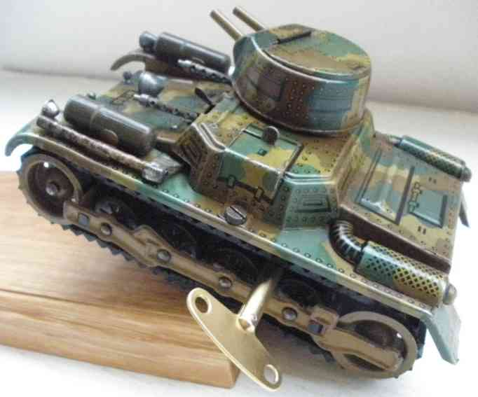 gama 60 military toy car tank in mimikri spraying two machine guns