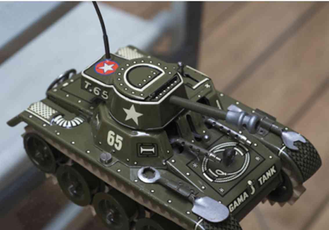gama 65/3 military toy car running tank wit clockwork