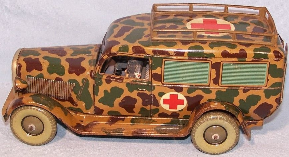 tippco wh 914 militaer spielzeug auto krankenwagen zwei Fahrerfiguren verwundeter