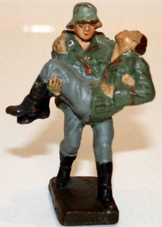 Lineol 247 Verwunderter von Sanitäter auf Arm getragen