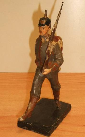 lineol 6/54 military toy figure infantryman in the march in review
