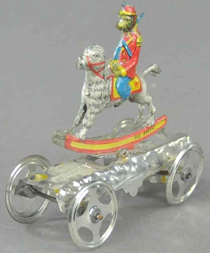 meier penny toy monkey on dog plattform