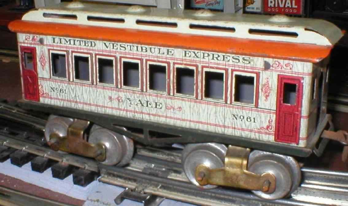 ives 61 (1910) Yale railway toy passenger car passenger car; 4-axis, lithographed, tin wheels, roof with 4