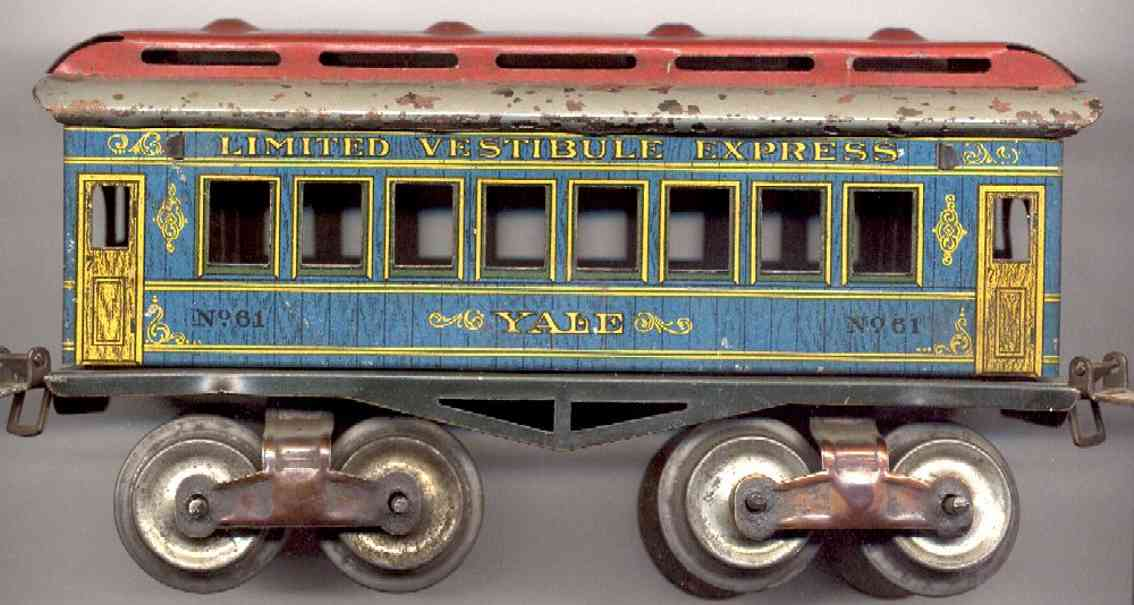 ives 61 (1912) Yale railway toy passenger car passenger car; 4-axis, lithographed, tin wheels, roof with 4