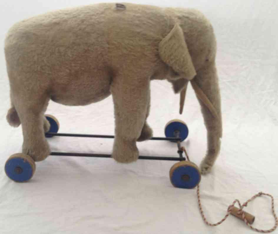 steiff 1343b pluesch tier elefant mit zugstimme und holzraeder
