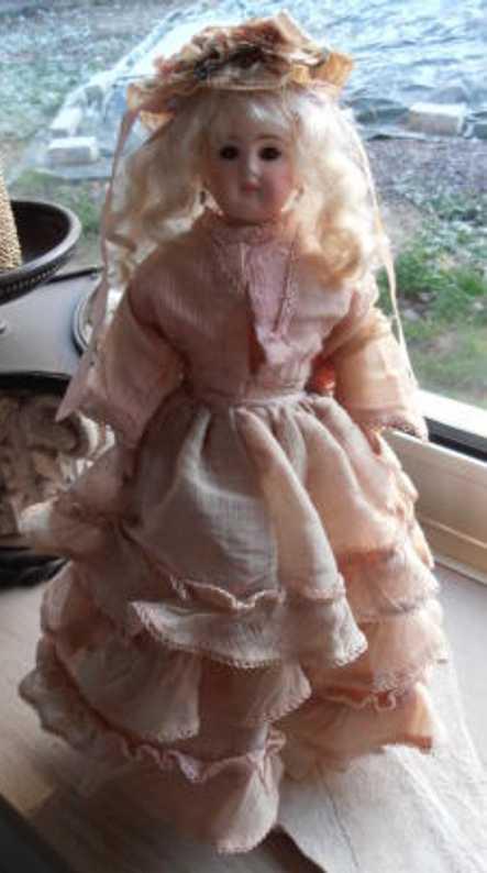 Belton 137 Puppe