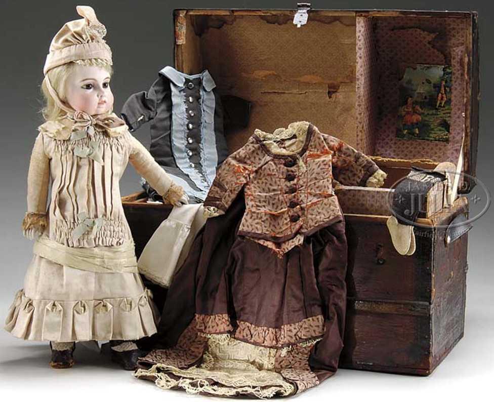 Bru Puppe mit Koffer und Garderobe