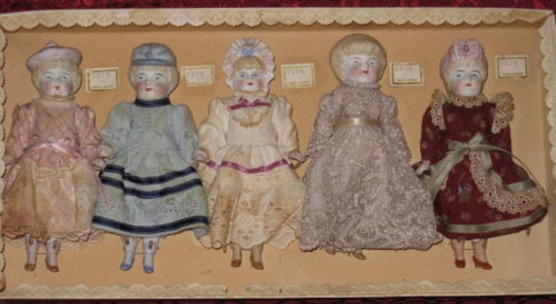 Riedeler August bekleidete Porzellan Muster Puppen