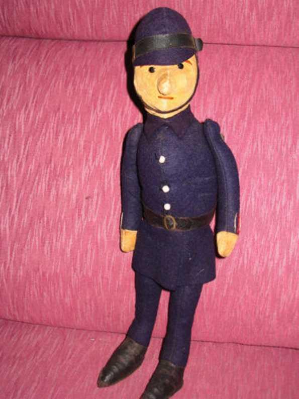 steiff  polizist als puppe