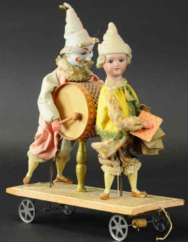 zwei clowns trimmel akkordeon als ziehspielzeug