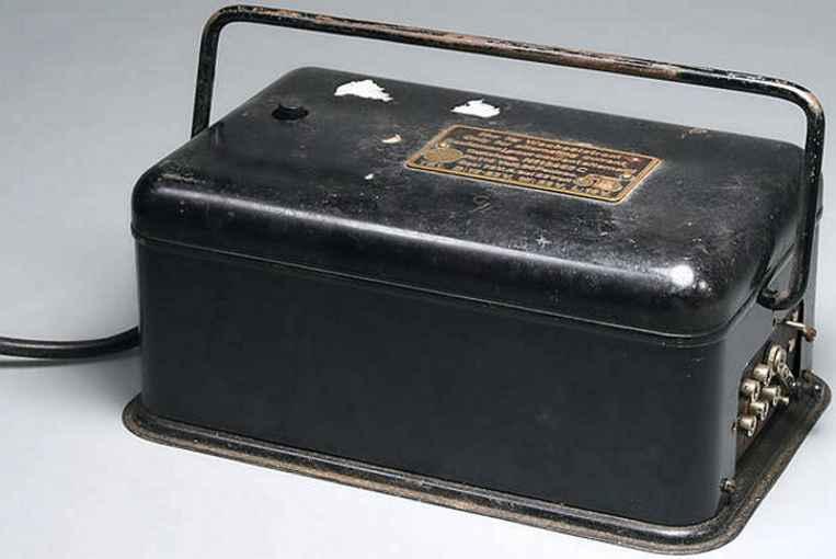 maerklin 13465 C spielzeug eisenbahn trafo transformator, schwarz lackiert, seitliche regeleinrichtung,