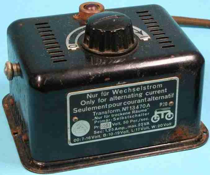 maerklin 13470 A spielzeug eisenbahn trafo transformator in schwarz mit drehknopf, rote kontrolllampe,