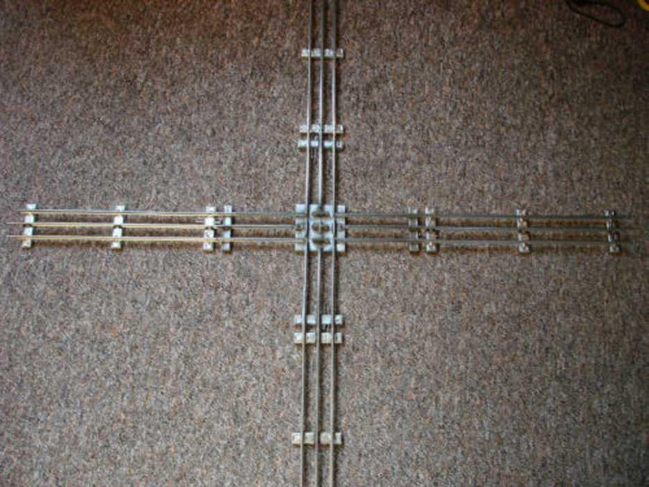 Märklin 3621 KK Kreuzung mit 4 zusätzlichen Gleisen für elektrischen Betrieb