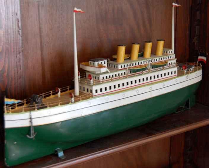 Carette Linienschiff mit Uhrwerk