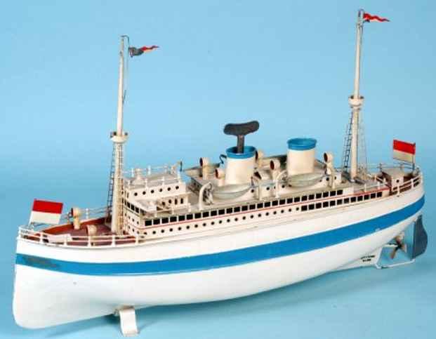 fleischmann 830/50 tin toy albert ballin liner white blue clockwork