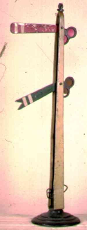 ives 107D (1907) spielzeug eisenbahn signal die ersten hauptsignale haben runde schwere sockel. dies sch