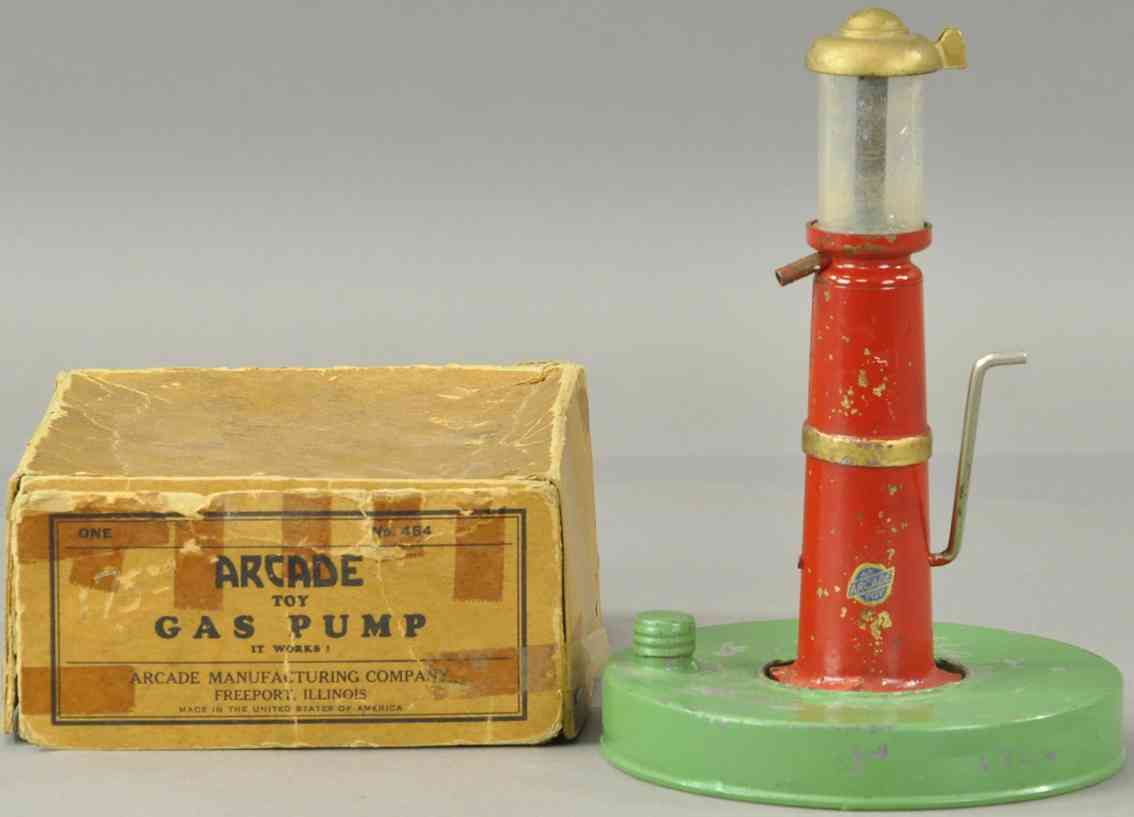 arcade 484 tin toy gasoline pump  with hand crank green red
