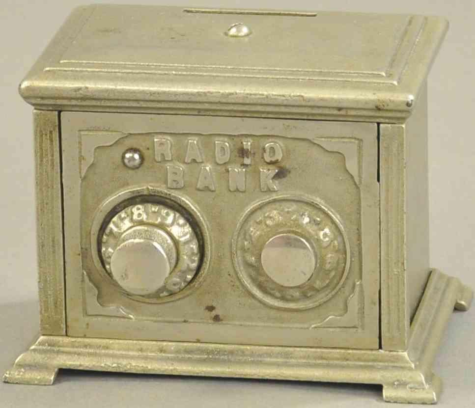 kenton hardware co spielzeug gusseisen radio mit zwei waehlscheiben spardose vernickelt