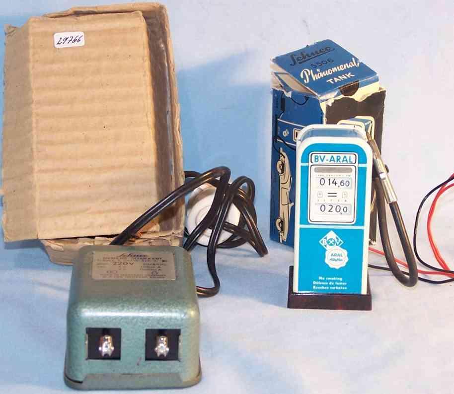 schuco 5980/5506 tin toy phenomenal transformer and gas station