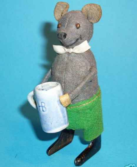 schuco 965 tin dance figure caricature mouse with beer mug and clockwork
