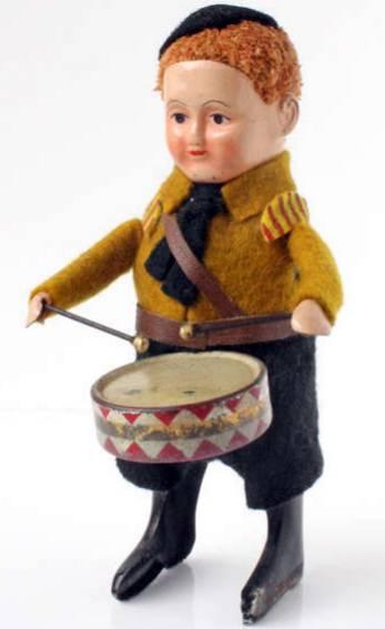 Schuco 933/1 Tanzfigur Hitlerjunge mit Trommel