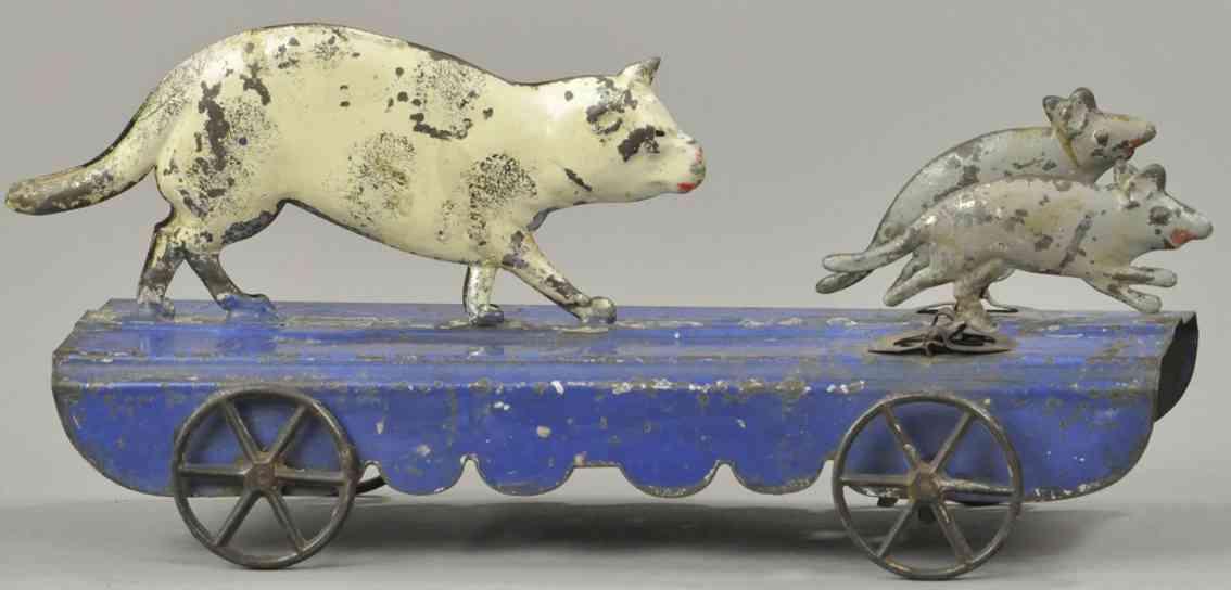 fallows blech spielzeug katze jagt zwei maeuse auf plattform