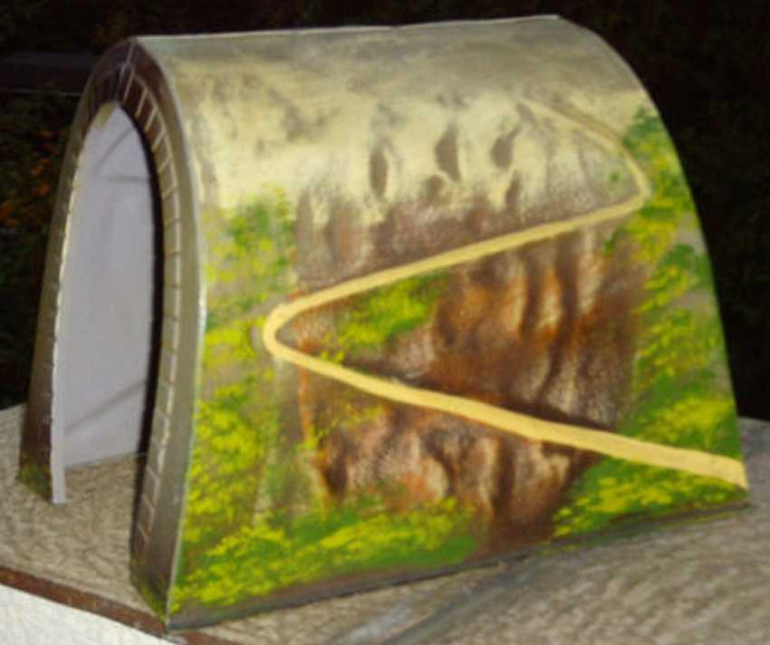 maerklin 2516/0 spielzeug eisenbahn blech-tunnel mit einer geprägten geländeimitation,