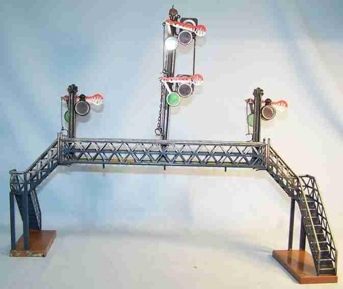 maerklin Übergangssteg 46 spielzeug eisenbahn übergangssteg übergangssteg handlackiert mit drei signalen
