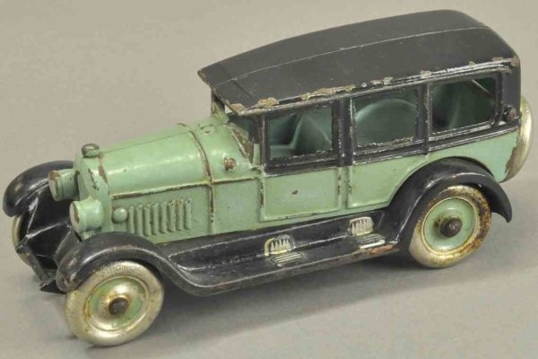 Kenton Hardware Co Fahrzeuge-Oldtimer Sedan 8 green